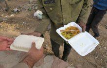 توزیع غذای گرم بین نیازمندان